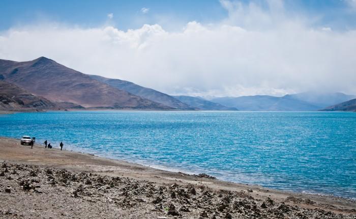 бирюзовое озеро Ямдрок