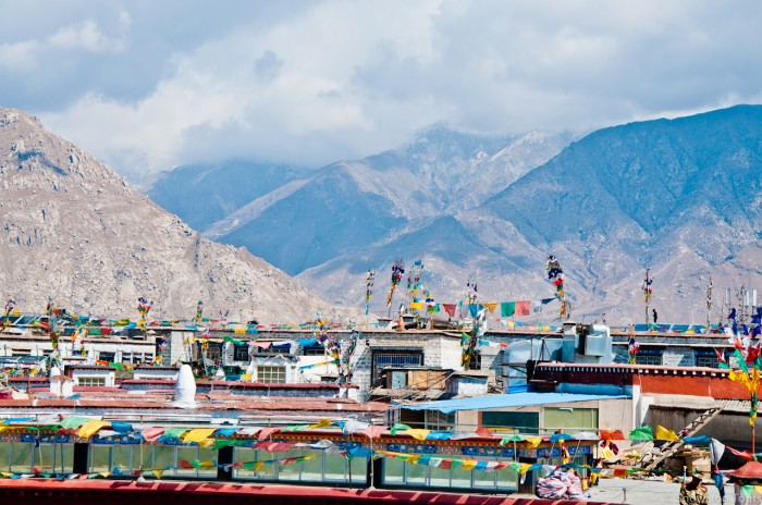 крыши домов в Лхасе