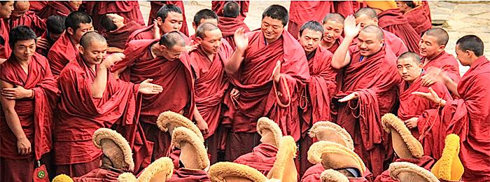 Философские дебаты монахов в монастыре Лабранг