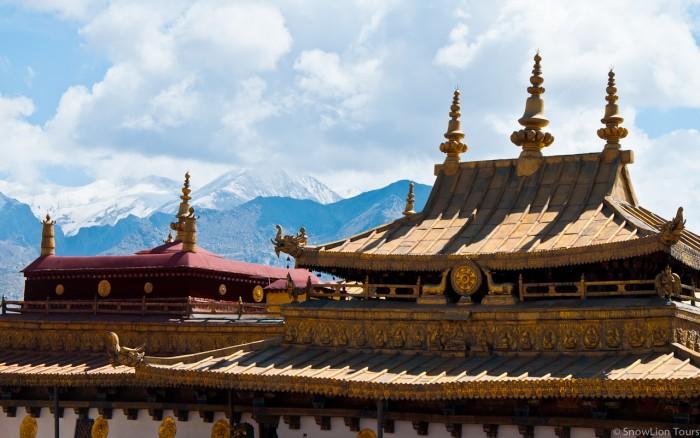 крыша одного из храмов Джокханга