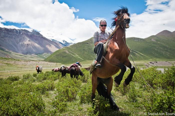тибетские кочевники - лучшие учителя верховой езды!