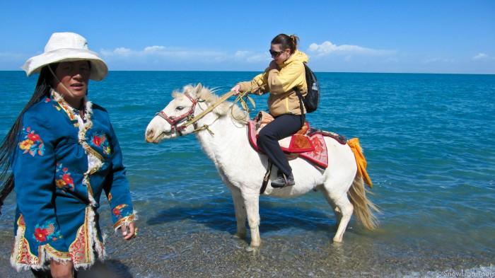 верховая езда на берегах Кукунора