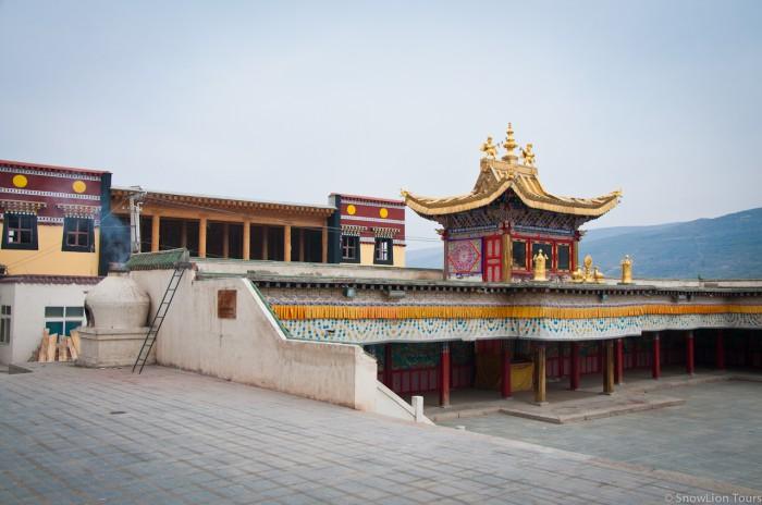 зал собраний в монастыре Ронгву