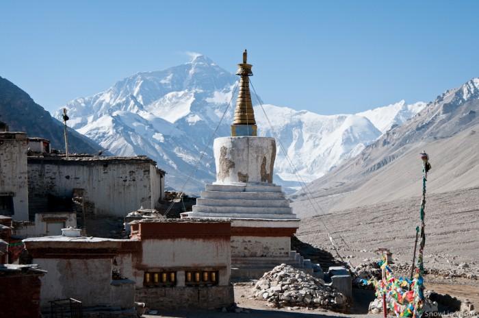 монастырь Ронгбук и вершина Эвереста