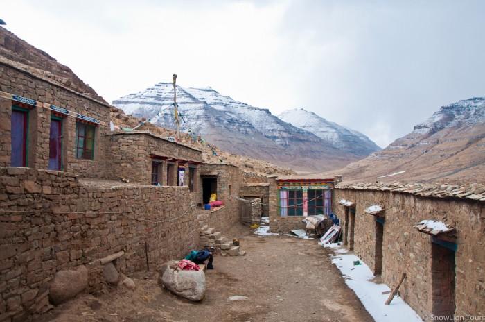 монастырь Зутулпук - восточный склон Кайласа