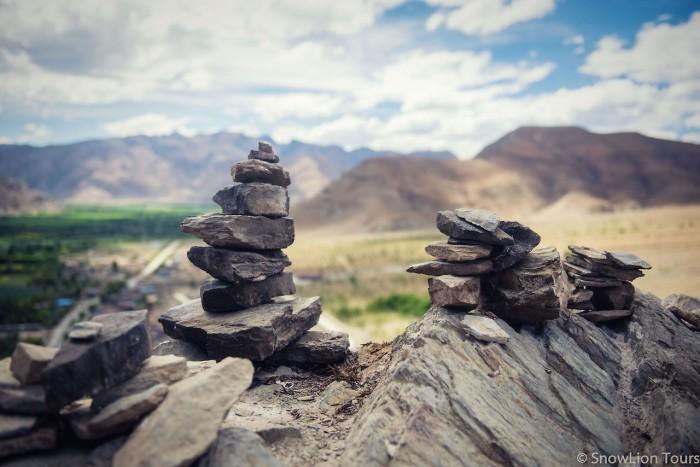 Ступы из камней