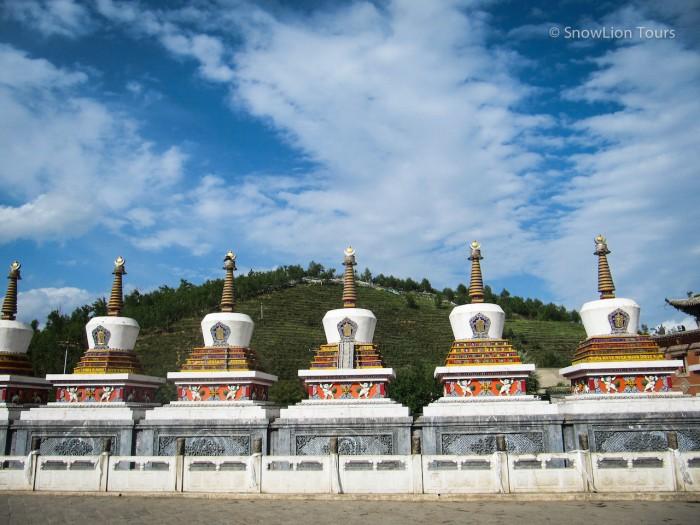священные ступы в монастыре Кумбум