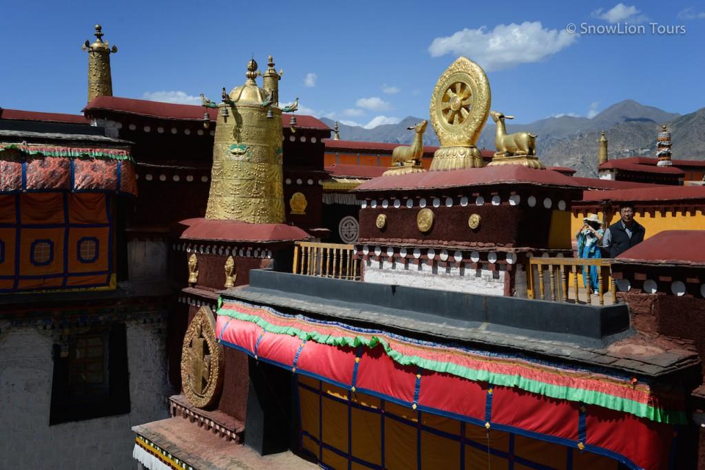 Дхармачакра в храме Джоканг