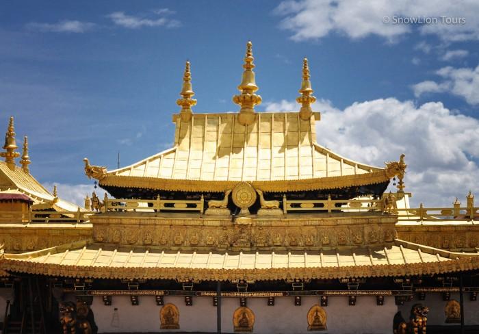 крыша храма Джокханг