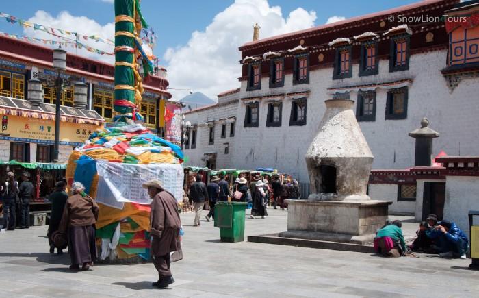 начало коры вокруг храма Джокханг