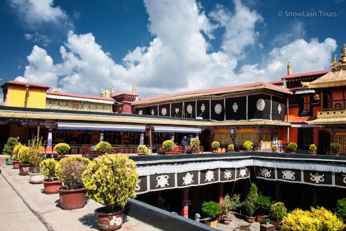 на крыше Джокханга
