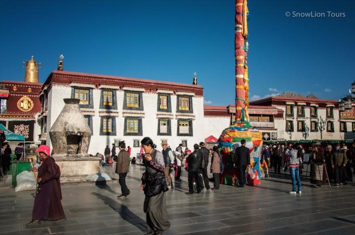 храм Джокханг на площади Баркхор