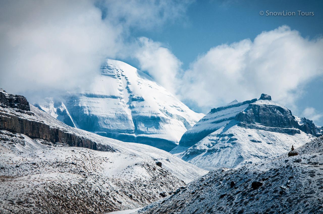 Южное лицо Кайласа и гора Нанди