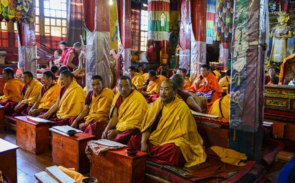 Молебен в монастыре Дрикунг Тил недалеко от Лхасы