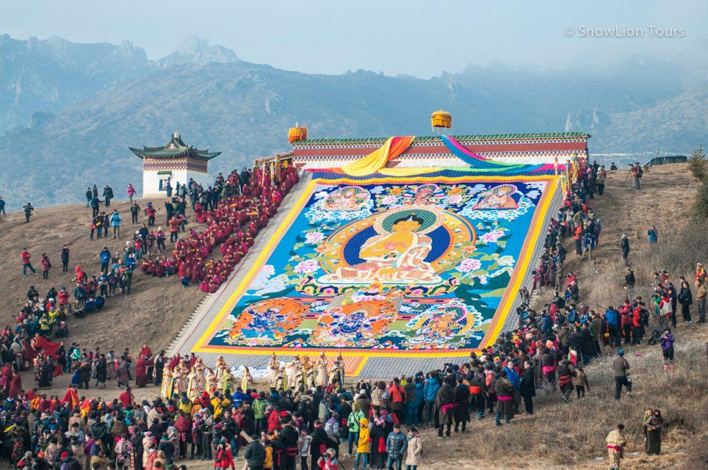 Открытие тханки Будды Шакьямуни на фестивале Монлам Ченмо, Тактсанг Лхамо, Амдо Восточный Тибет